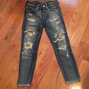American Eagle distressed jegging crop